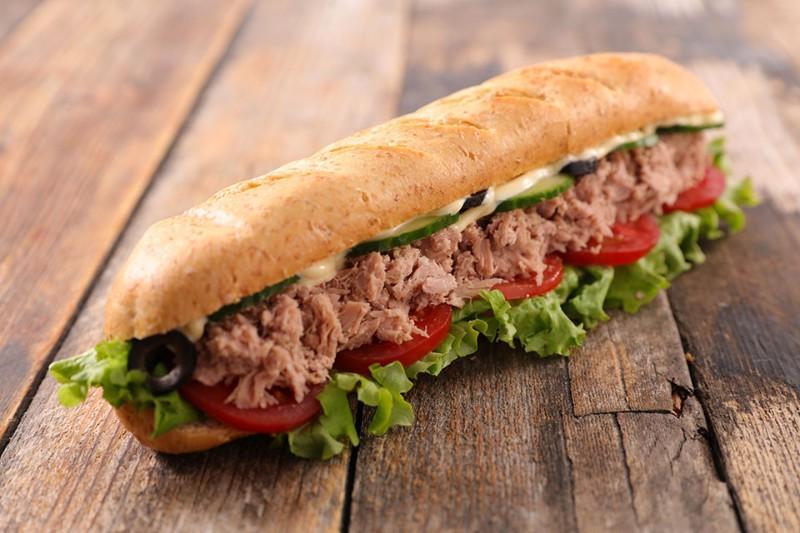 Sandwich thon crudités